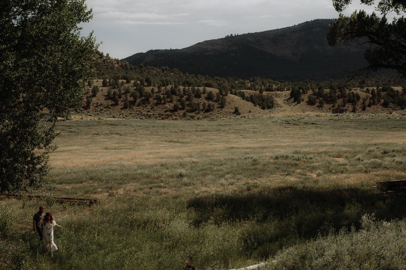 041-jones-max-colorado-ranch-engagement-photos.jpg
