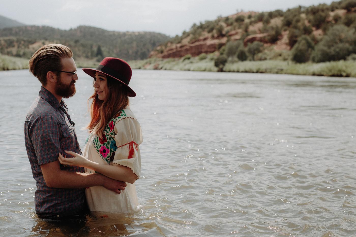 046-jones-max-colorado-ranch-engagement-photos.jpg