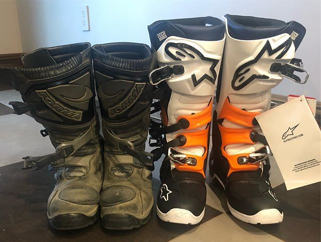 What boots do you wear, and for what type of riding?  I spent a lot of time figuring out what to get that's more fitting for my riding style. The forma adventures are amazing but aren't really protective enough for the constant off road riding.  Here's a side by side with the @alpinestarsmx #tech7enduro boots. Pretty sure I'm going to keep them. Better protection, and good comfort. I just need to further test some waterproof sock options.