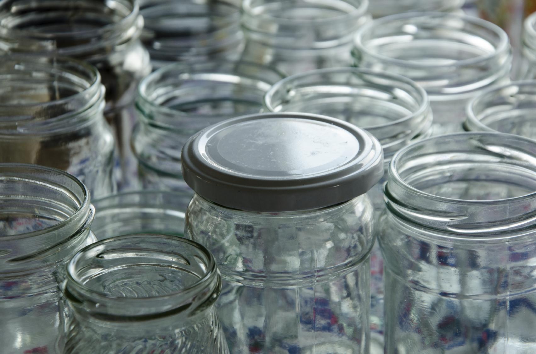 Use an airtight jar, such as a mason jar or an empty jam jar to make vinaigrettes.