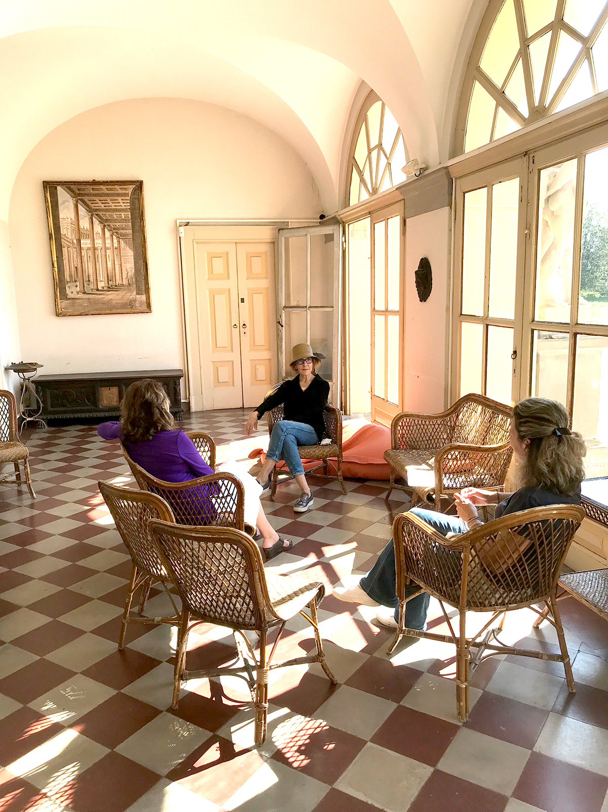 Conversation in the loggia with Carola, the owner.