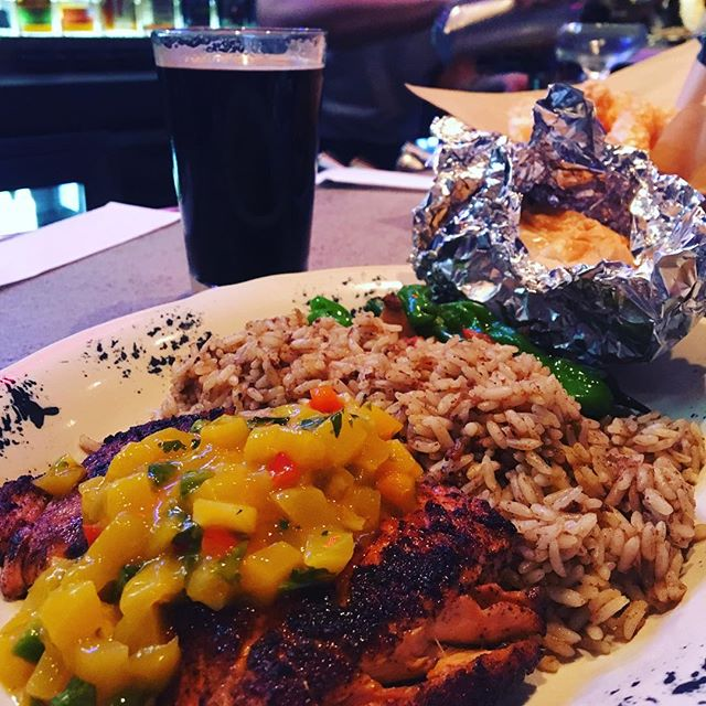This is how you Monday!  #dinecityline #trickyfish #mango #mangosalsa #cajun #blackenedsalmon #pecanporter #stout #drinkdallas #eatdallas #richardsonfoodies #richardson #dallasfoodies #dallasfood #dallasfoodblogger