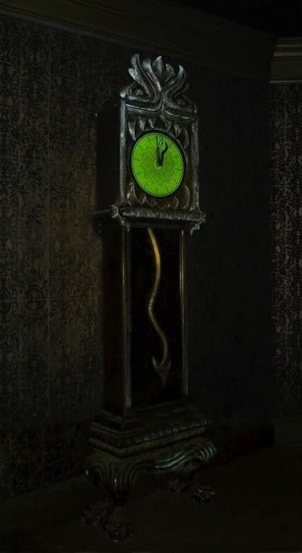 Photo Credit :  https://hauntedmansion.fandom.com/wiki/Grandfather_Clock