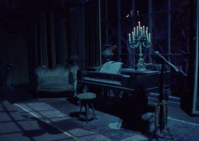 Photo credit :  https://www.wdwkingdom.com/the-haunted-mansion-magic-kingdom-liberty-square/