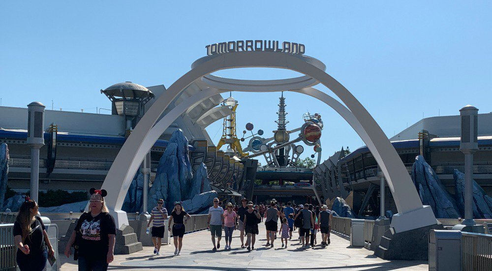 Picture Credit :  https://www.wdwinfo.com/disney-world/magic-kingdom/tomorrowland.htm