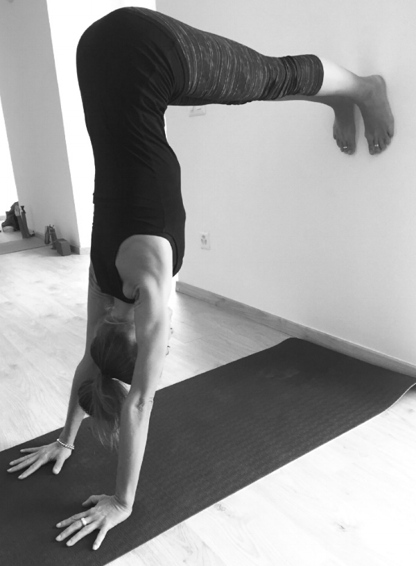 yoga ashoka posture sulle braccia preparazione