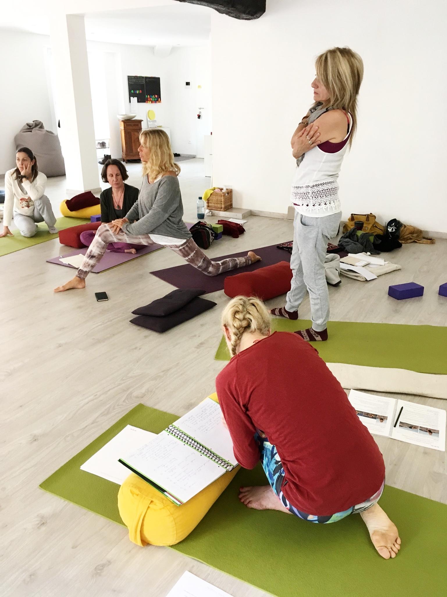 yoga ashoka-formazione yin yoga.JPG