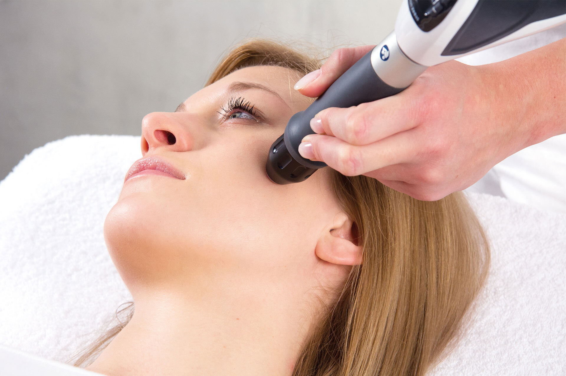 Acoustic-Wave-Therapy-Wrinkles-11.jpg
