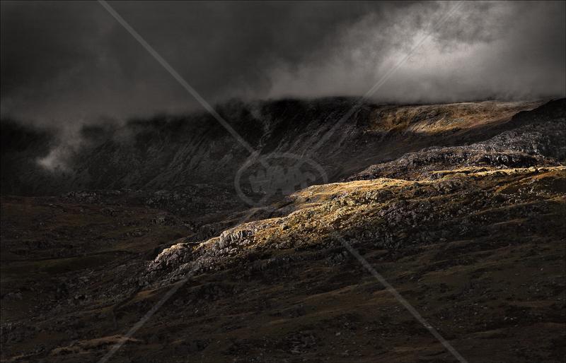 Glancing Light by Tony Thomas - HC (Adv Col)