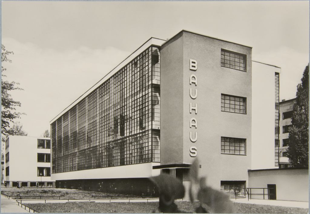 unidentified-photographer-bauhaus-building-dessau-1925-1926-m.jpeg