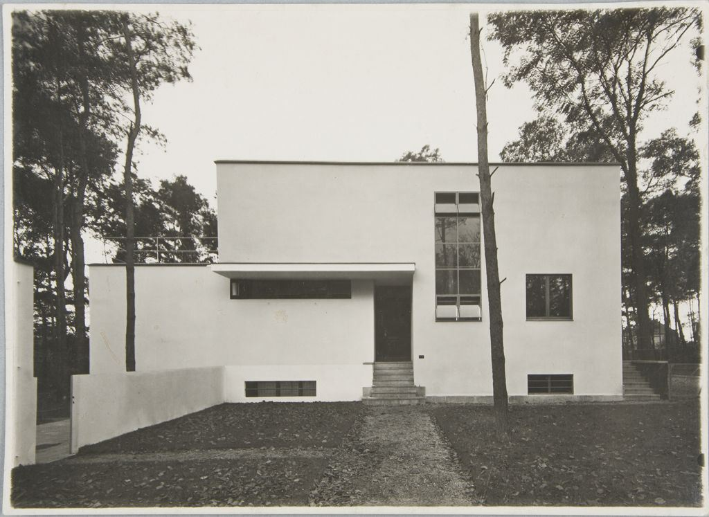bauhaus-masters-housing-dessau-1925-1926-directors-house-entrance-view-from-north-architect-walter-gropiusa.jpeg