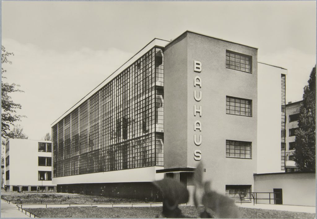 unidentified-photographer-bauhaus-building-dessau-1925-1926-m.jpg