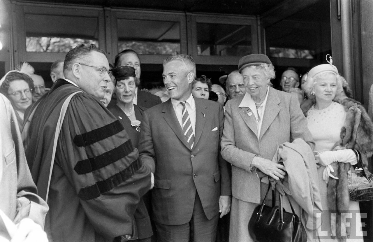 Sean_Adlai_Stevenson_Eleanor_Roosevelt.jpg