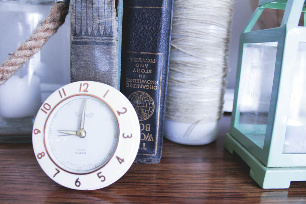Clock: garage sale :)