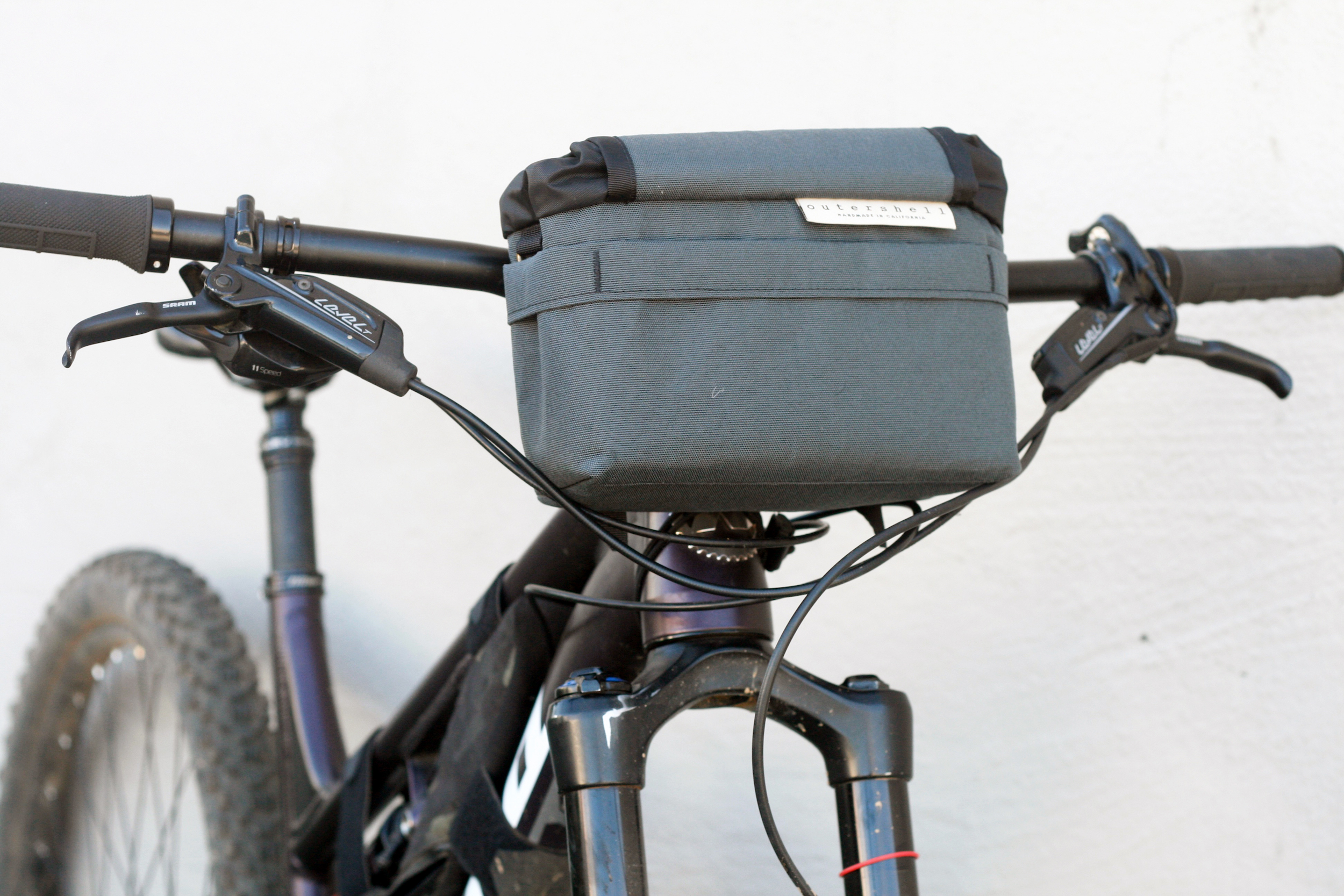 No spacers needed, Sram brake levers direct cables under the bag