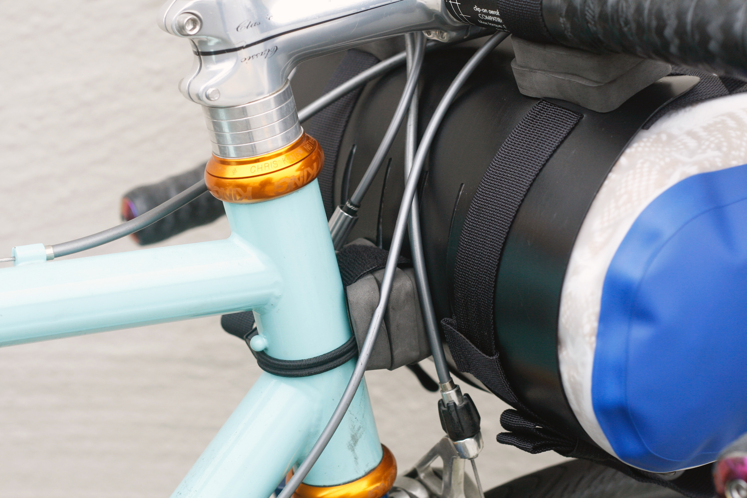 (2) spacers on each handlebar attachment, (3) spacers on lower attachment point, 5L dry bag shown, this smaller frame doesn't fit a larger dry bag because it would run into the brake, the handlebar spacers are only used to keep the top handlebar position accessible