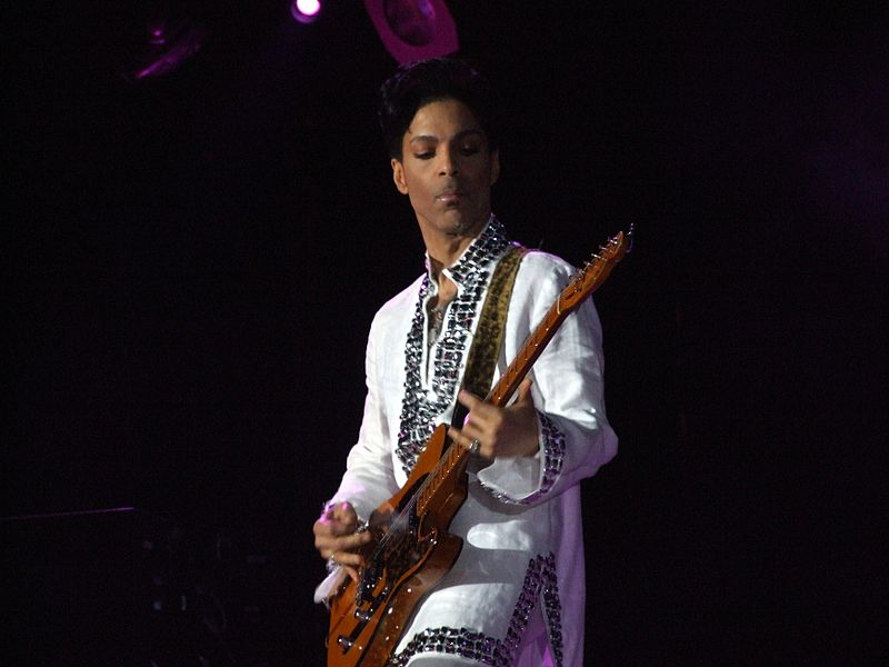 800px-Prince_at_Coachella.jpg