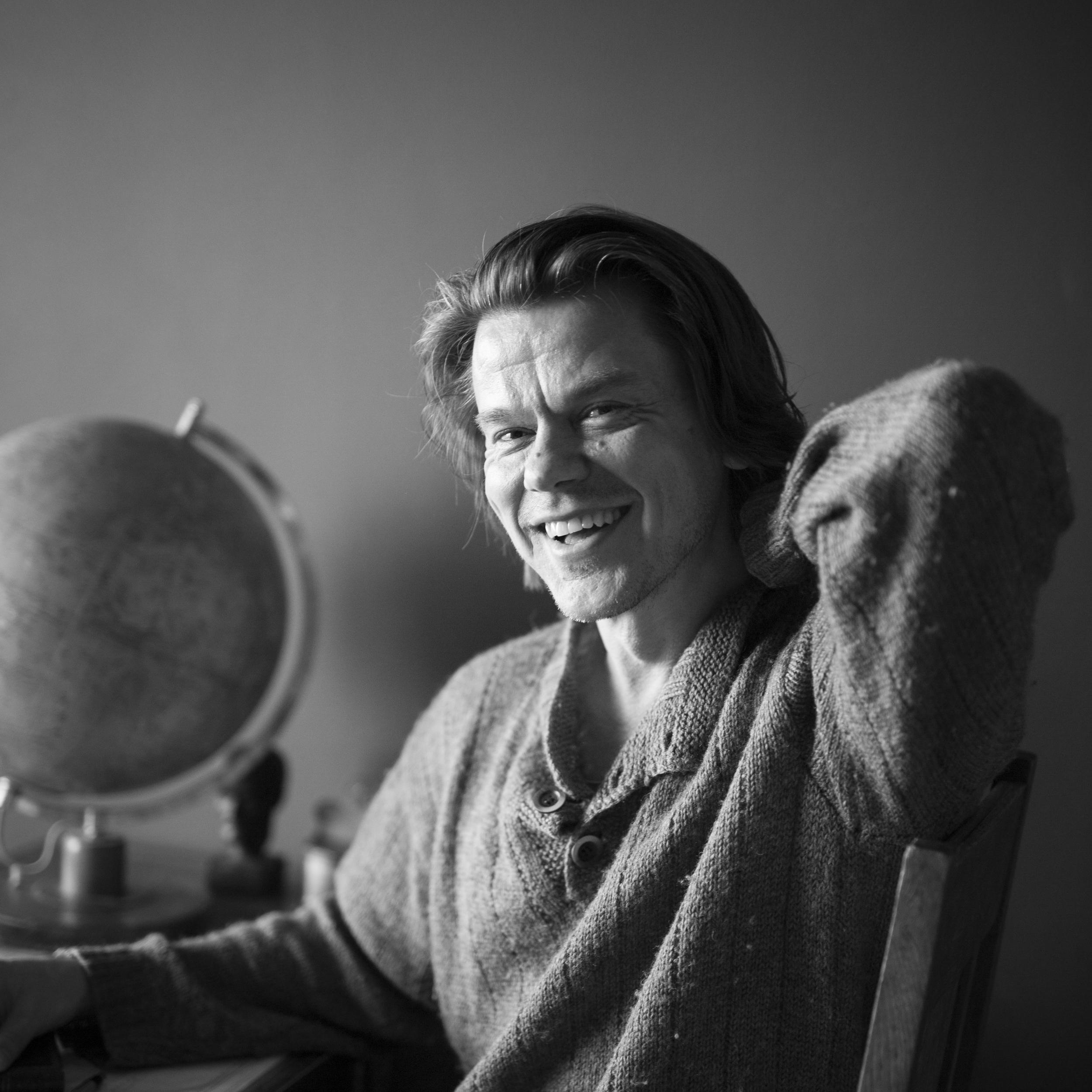 Pete Suhonen  on kolmen pojan isä, kirjailija ja vapaa toimittaja. Häneltä on aiemmin ilmestynyt kolme romaania, joista viimeisin oli Nuori Aleksis -palkintoehdokkaana.     Arvostelukappaleet ja haastattelut  >  heini.salminen@kosmoskirjat.fi