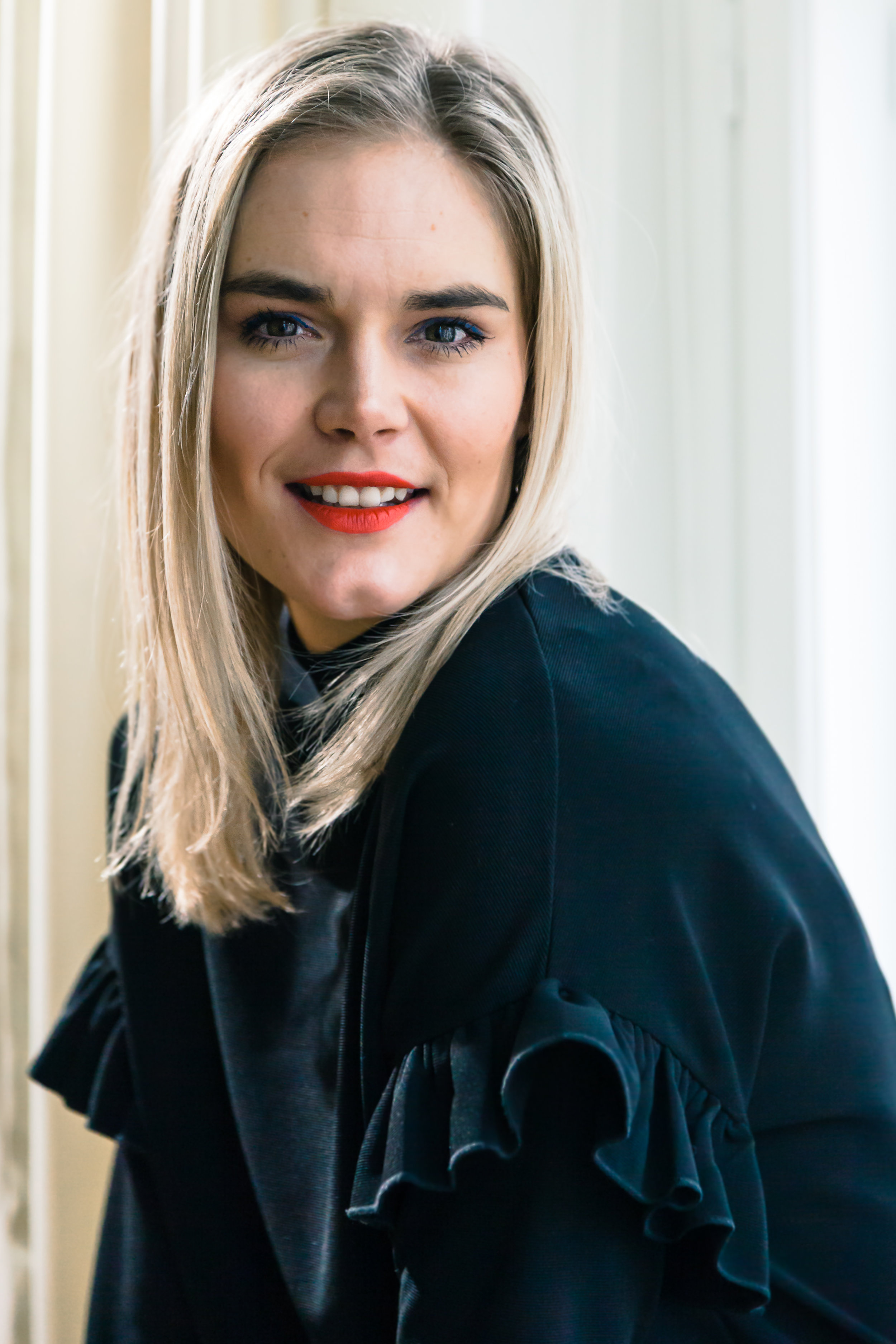 Marja Kihlström  on erityistason seksuaaliterapeutti, joka pitää suosittua  Puhu Muru  -blogia. Marjan herkkä ja ymmärtävä tapa puhua seksuaalisuudesta kannustaa lukijoita rakastamaan itseään ja nauttimaan omasta kehostaan.   Arvostelukappaleet ja haastattelut  >  heini.salminen@kosmoskirjat.fi    Pressikuvat  >  Kansi   I   Marja Kihlstöm  (kuva: Aleksi Rytkönen)