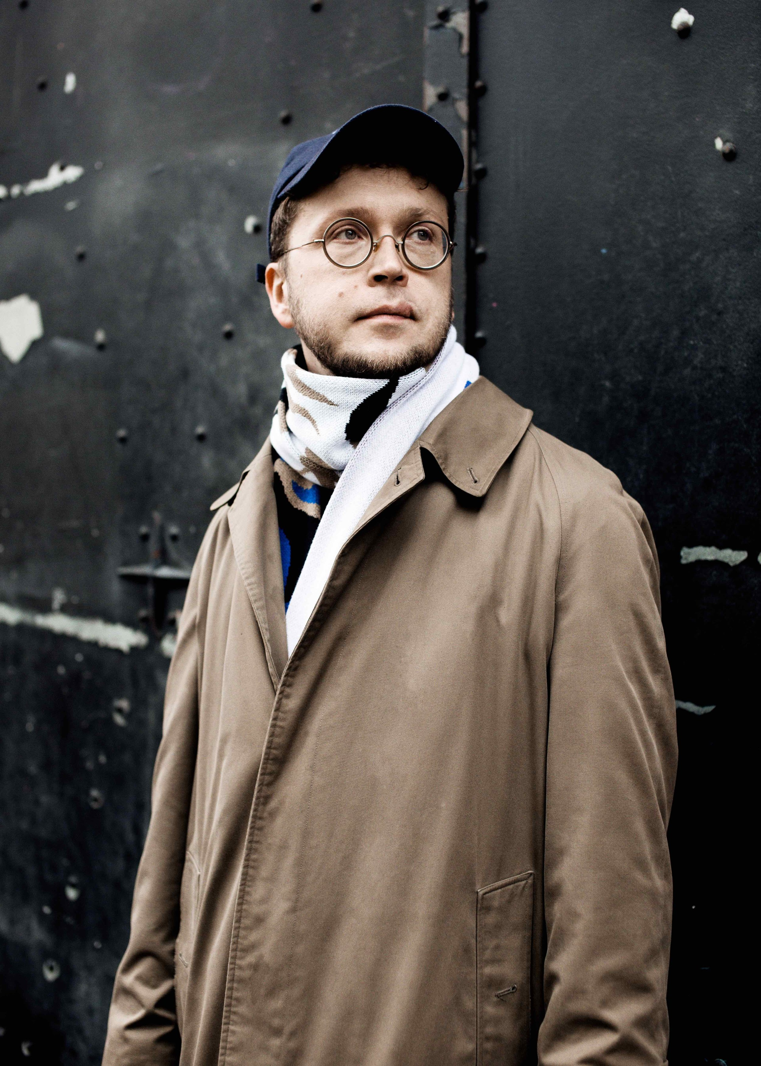Tuomas Kokko  on helsinkiläinen journalisti, joka työskentelee Helsingin Sanomissa. Tosi kivat juhlat on hänen esikoisteoksensa.   Arvostelukappaleet ja haastattelut  > heini.salminen@kosmoskirjat.fi   Pressikuvat  >  Kansi   I   Kuva 1   I   Kuva 2   I  Kuvat: Meri Björn.