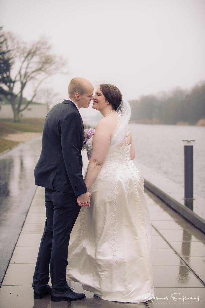 Kyssende-brudepar-Næstved-8.jpg