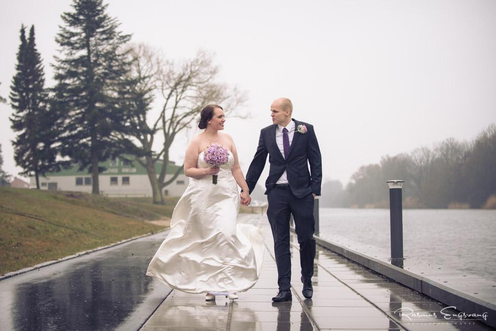 Bryllupsbillede-gående-brudepar-fotograf-Næstved-9.jpg
