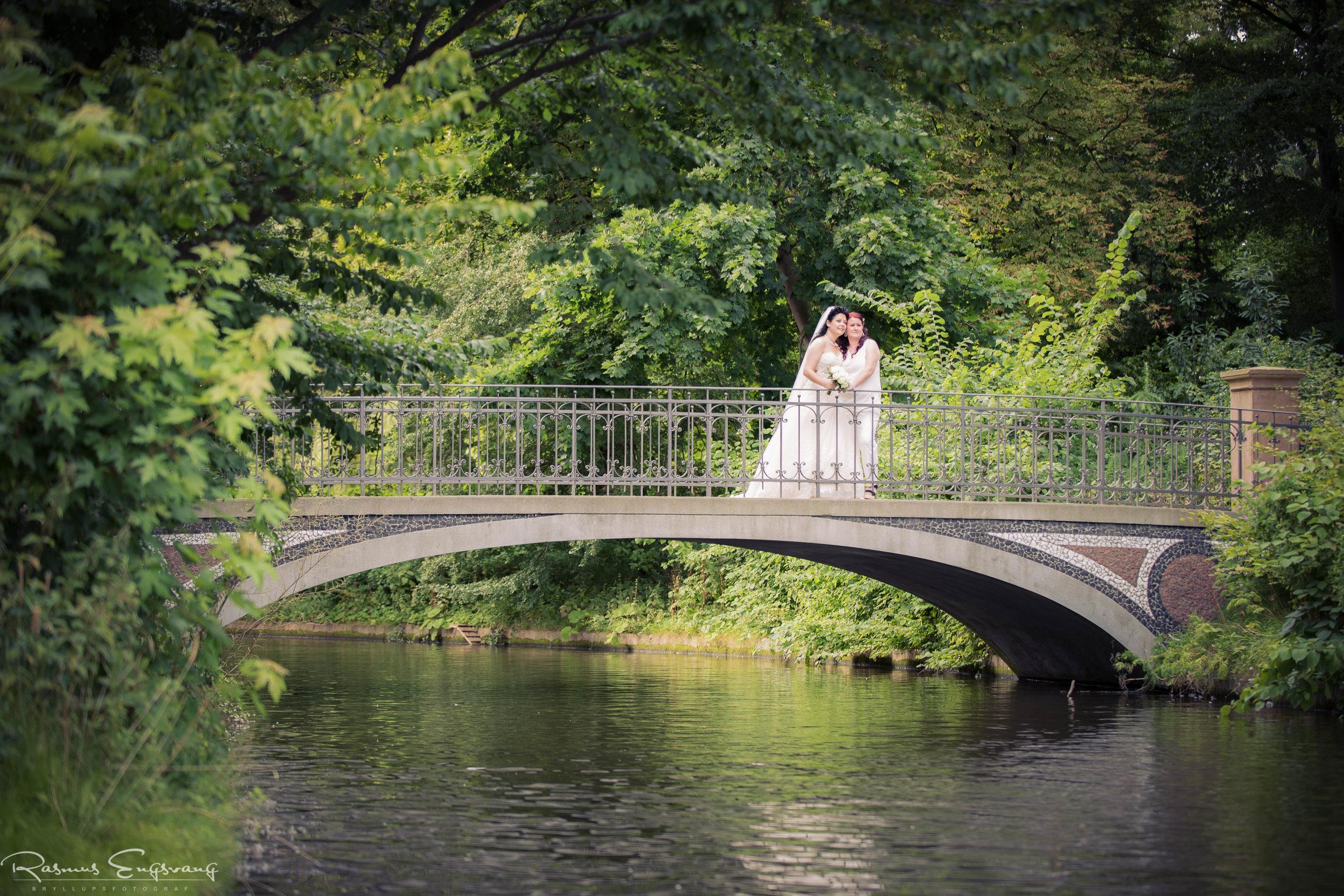 Bryllupsfotograf-København_Frederiksberg_Have-110.jpg