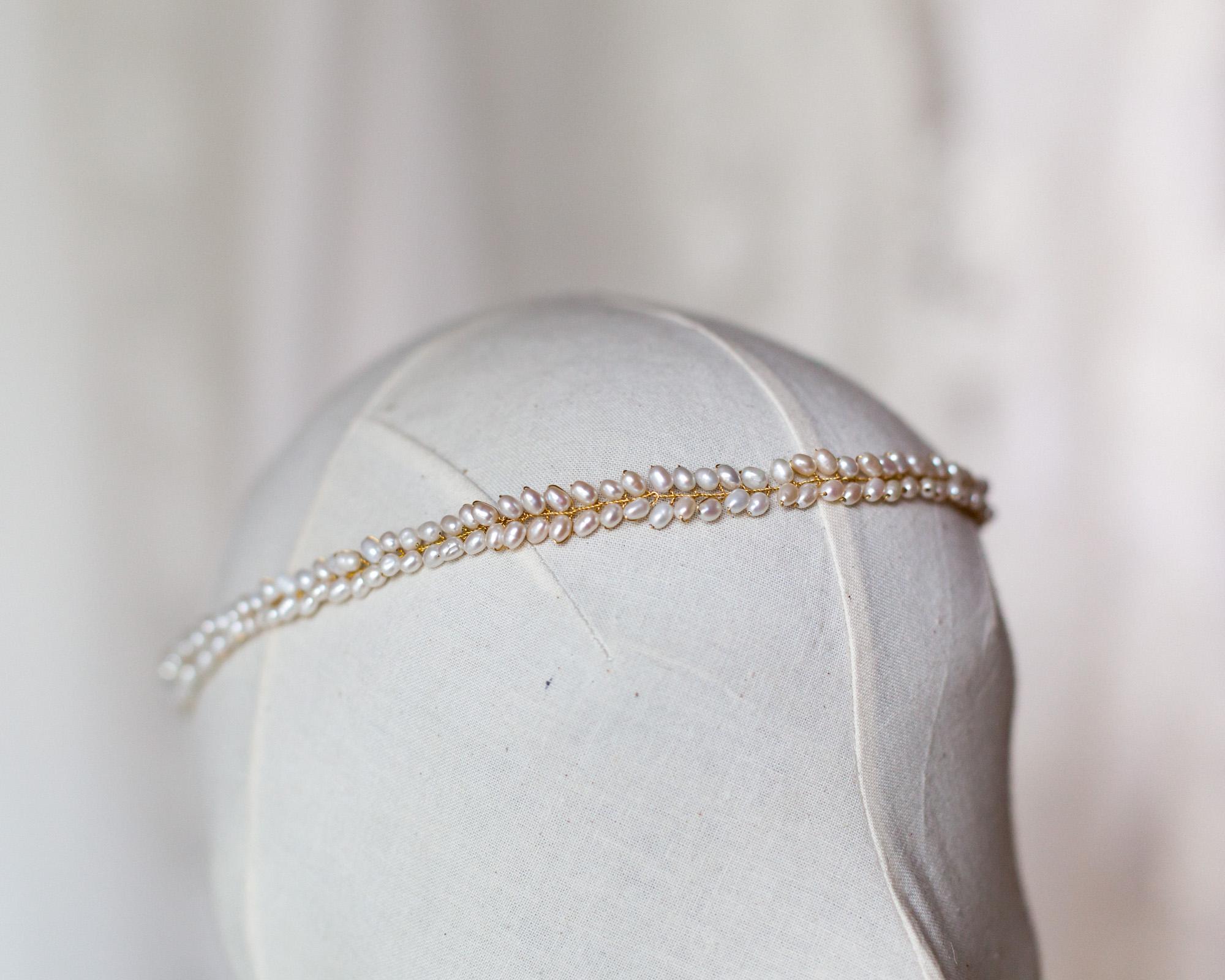 simple-bridal-pearl-headband-modern-boho-wedding