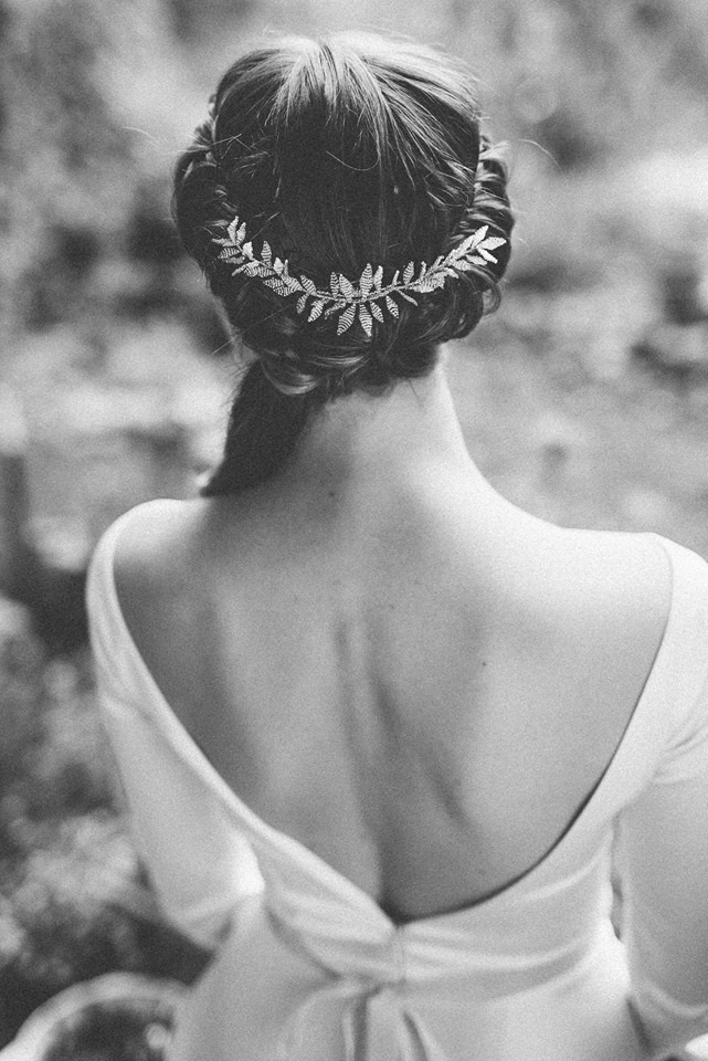 Our Mabel hair comb paired with beautifully informal bridal hair