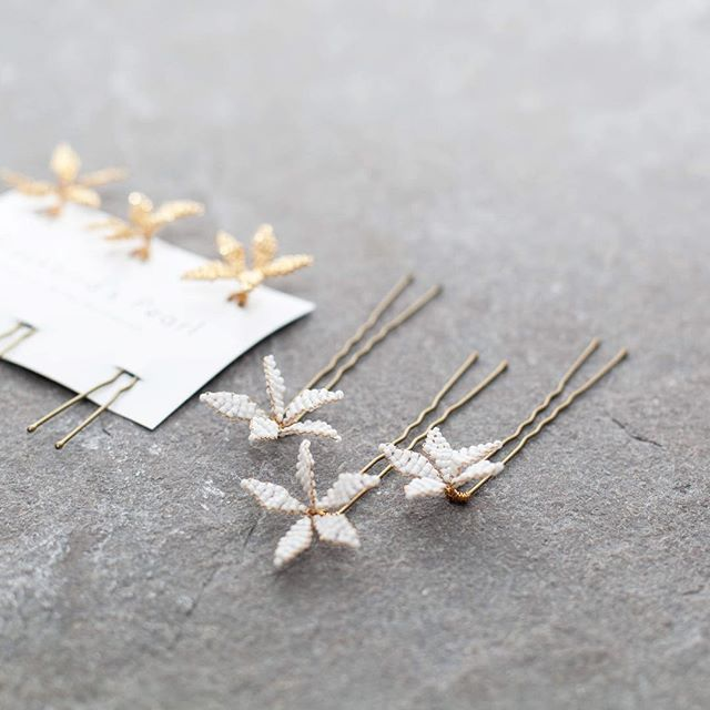 N e w  P r o d u c t Introducing our Stella flower hair pins! Painstakingly hand wired star shaped flowers in wither white or gold, featuring roacailles beads and the finest gold plated wire. Perfect for tucking into informal chignons, adorning braided hair or as gifts for bridesmaids! Follow the link the my profile to shop now! .....psst! For a limited time you get a FREE set of 3 with every order over €200! . . . #blackbirdspearl #hamburg #handmade #instabride #instabraut #instabräute #bridalheadpiece #bridalaccessories #flowerpin #hairaccessories #modernbride #alternativebride #indiebride #uniquebride #bridalinspiration #bridalstyle #weddingstyle #laidbackbride #bohobride #minimalbride #bride2017 #engaged #weddinginspo #minimalist #hamburghochzeit #braut #verlobt #hochzeit