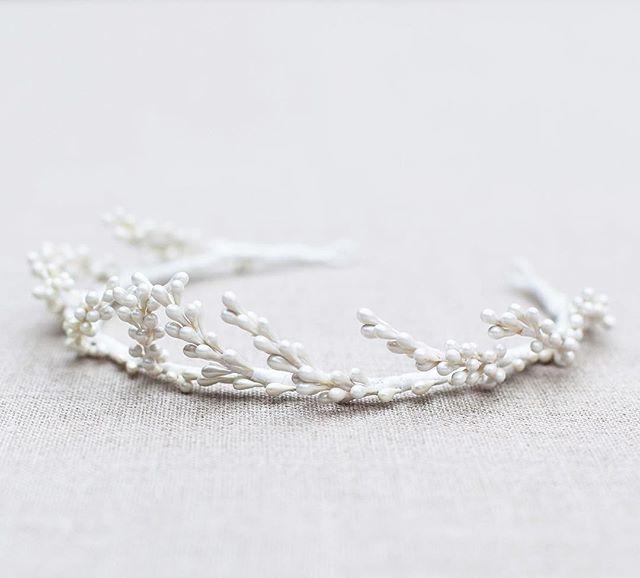 C r o w n e d Our 'Cosmea' bridal crown, perfect for a romantic but simple, vintage yet modern bridal style . . . #blackbirdspearl #hamburg #handmade #instabride #instabraut #instabräute #bridalheadpiece #bridalaccessories #bridalcrown #bridalmusings #coolbride #modernbride #alternativebride #indiebride #uniquebride #bridalinspiration #bridalstyle #weddingstyle #laidbackbride #bohobride #bohemianwedding #bride2017 #engaged #weddinginspo #minimalist #hamburghochzeit #braut #verlobt #hochzeit #braut2017