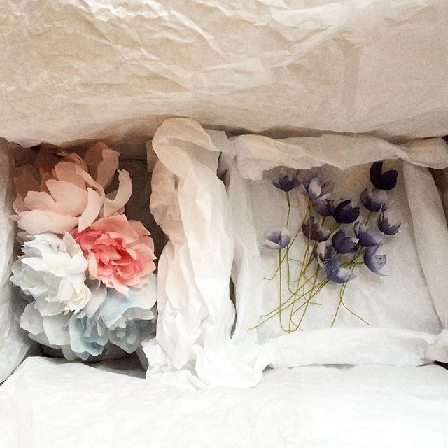 F l o r a l  F r i d a y Special bespoke flower delivery is on its way, and now is the weekend :) . . . #blackbirdspearl #handmade #hamburg #silkflowers #bespoke #couturebride #coutureflowers #florallife #flowerheadpiece #floralhalo #weddinginspo #engagedment #bridetobe2017 #bridesofinstagram #instabraut #braut2017 #bohobride #alternativebridal #verlobt #hochzeit #bridalcrown #seidenblumen #bridalheadpieces #uniquebride #floralfriday