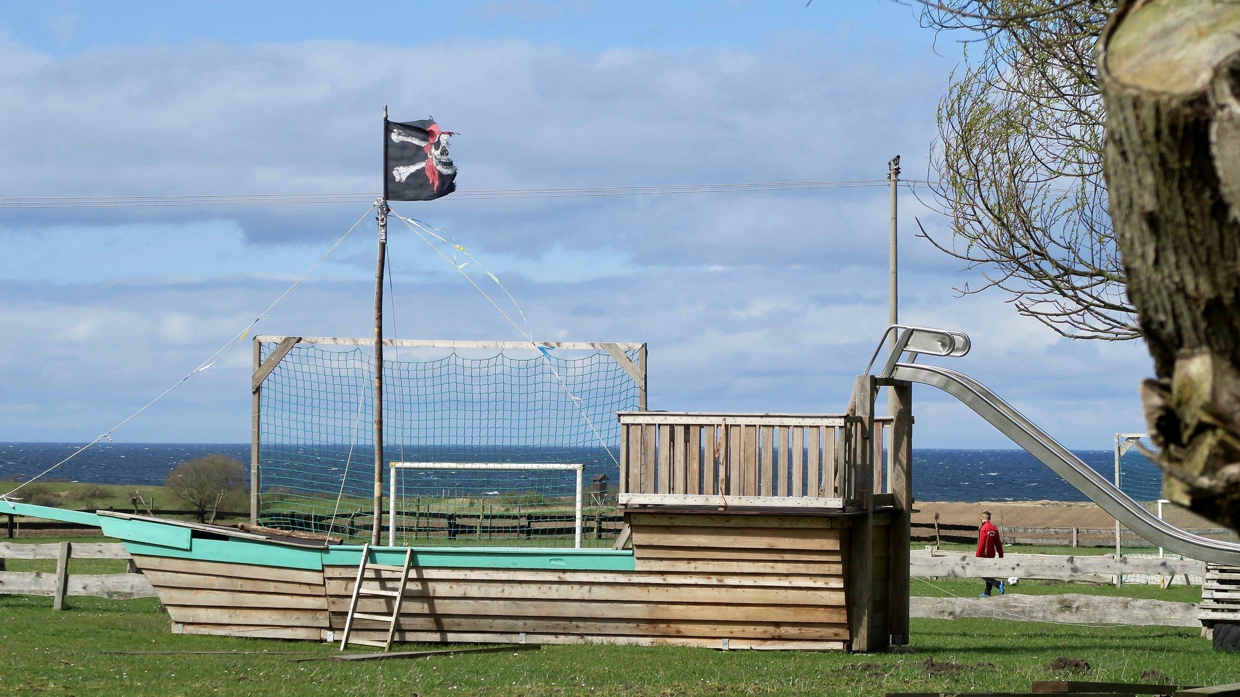 Urlaub Ostsee Pension Schmelzer Galerie 28 Piratenschiff.jpg