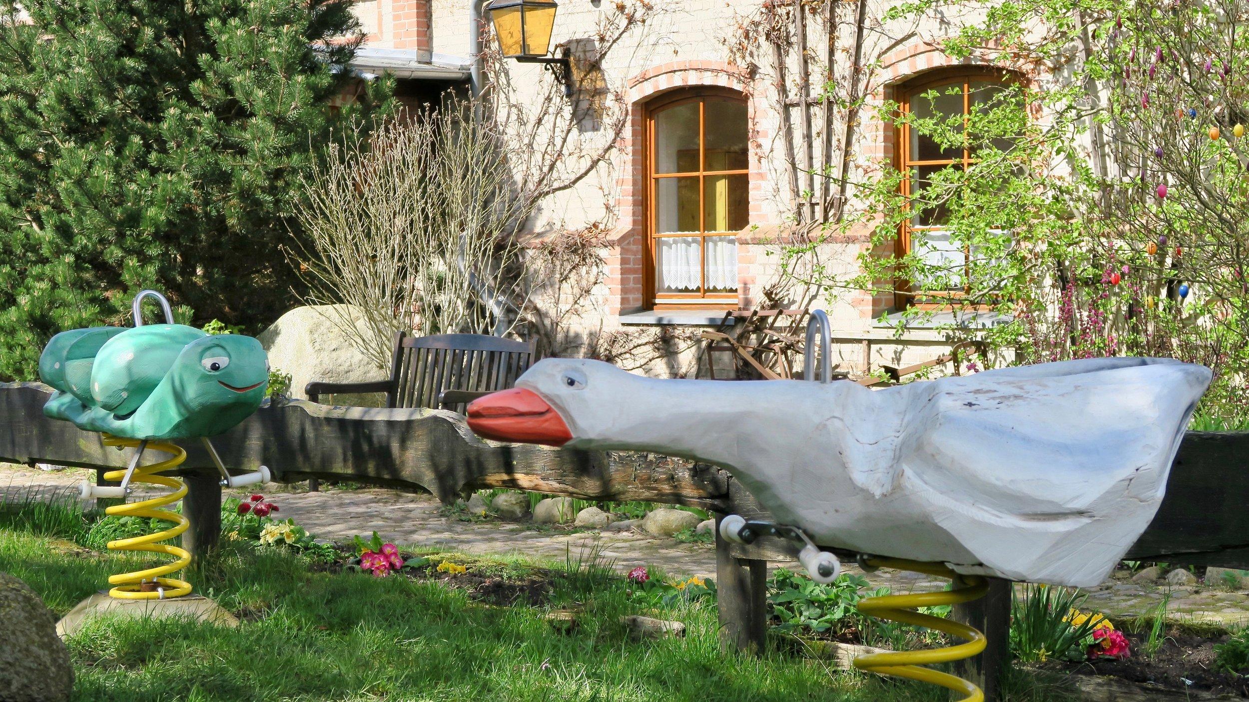 Urlaub Ostsee Pension Schmelzer Galerie 29 Wippen.jpg