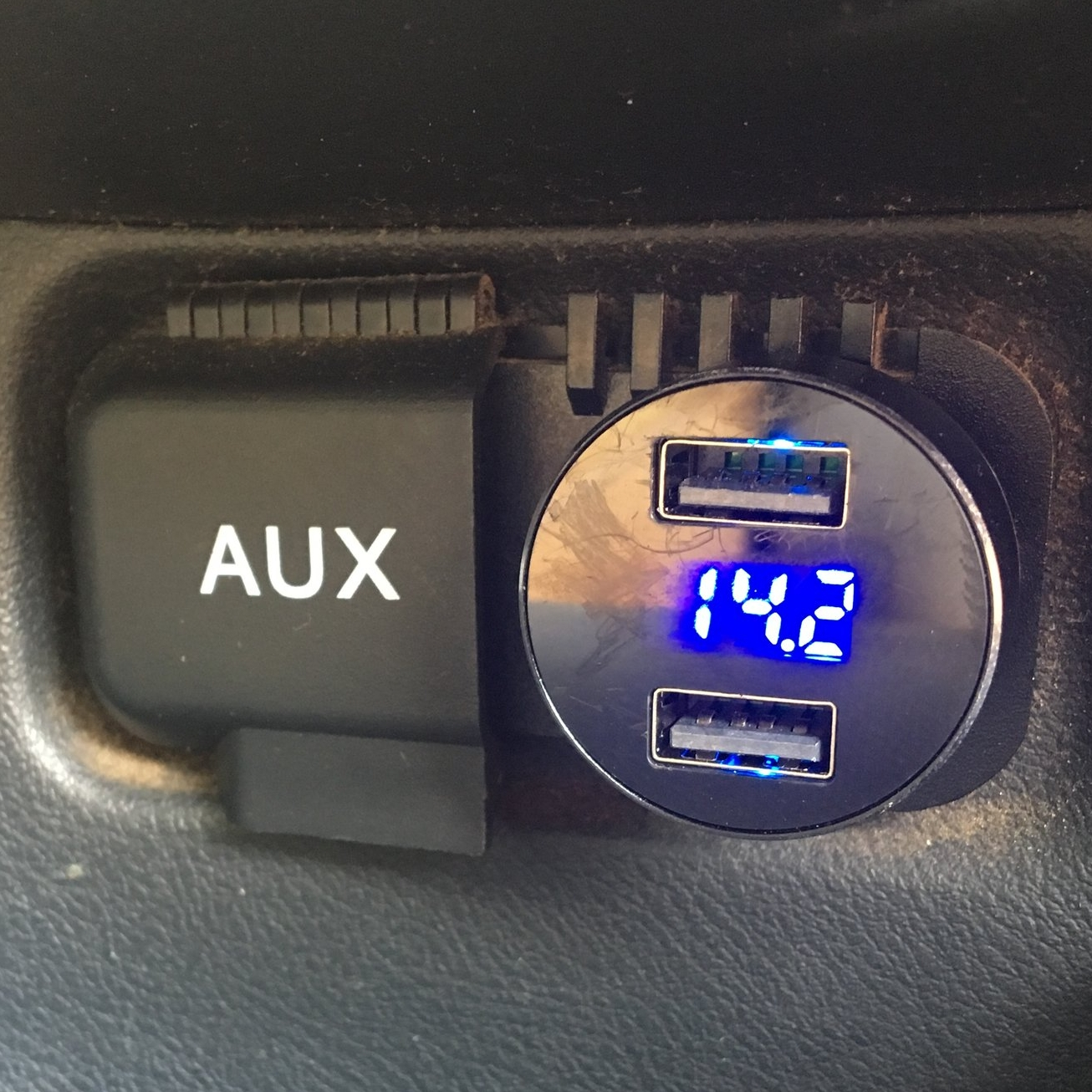 USB PORT  This push to install 12V USB port has a vehicle battery gauge & two USB ports.