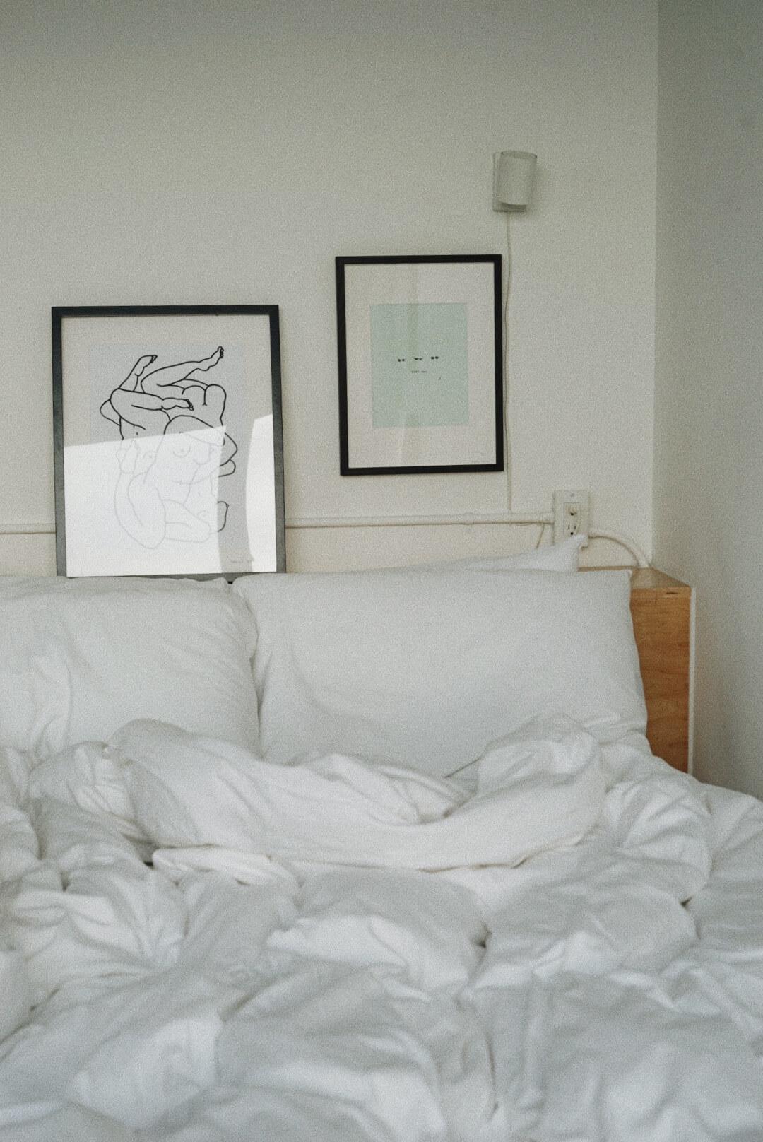 taraleighrose-annex-hotel-toronto-influencer-lifestyle-creator-bed (1).JPG