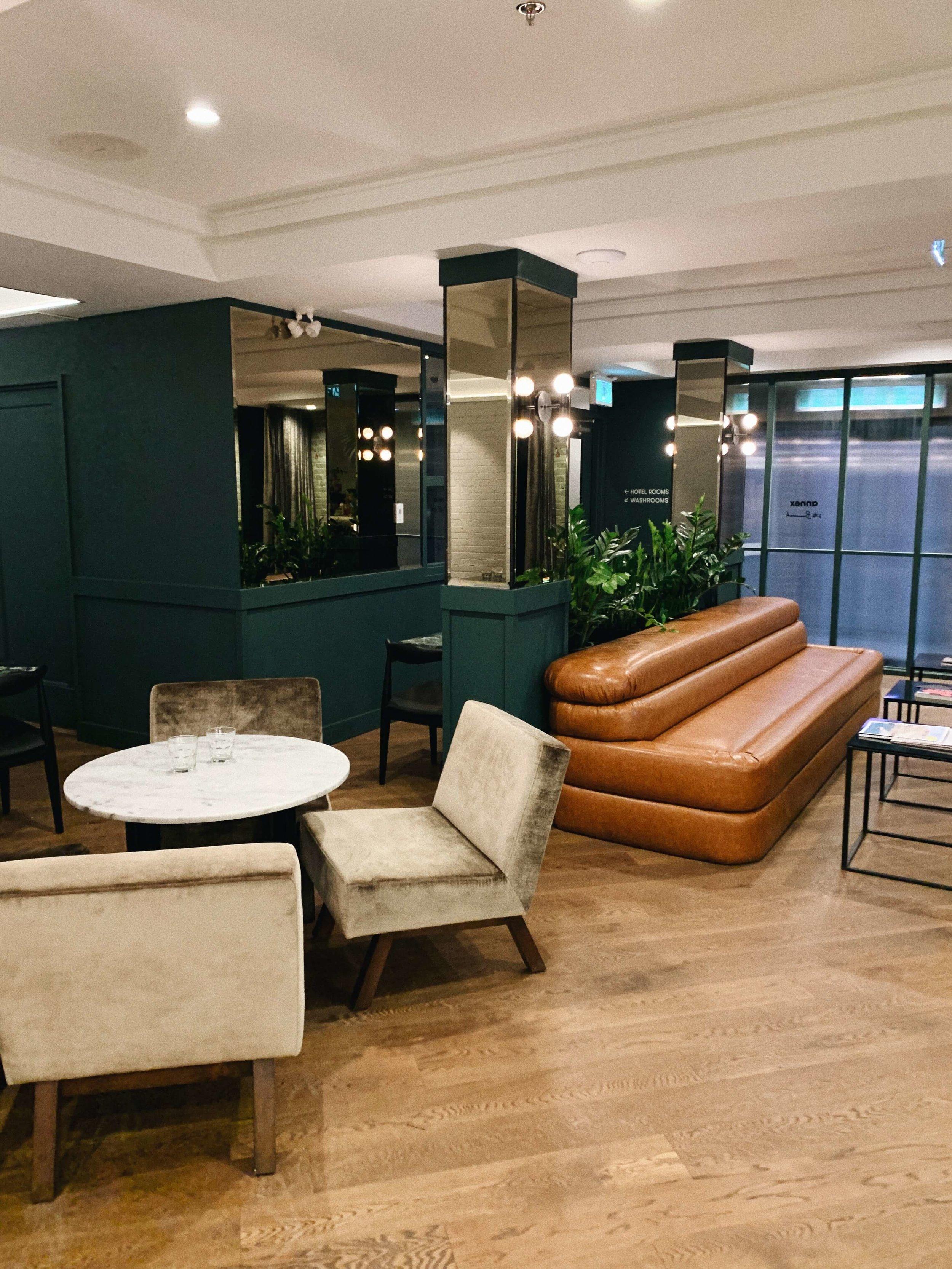 taraleighrose-annex-hotel-toronto-influencer-lobby-bar (1).JPG