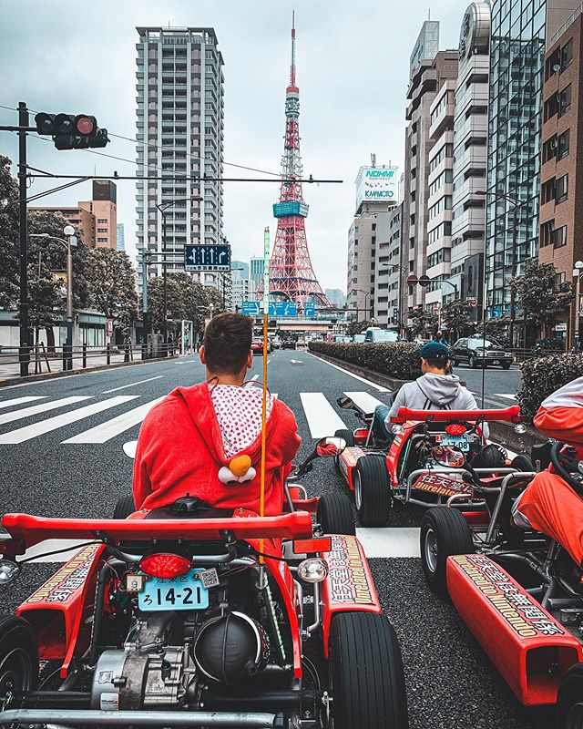 Elmo in pole position for the Tokyo Tower Run 🗼 Still can't get over how awesome this experience was. The boys were famous for a day with every second tourist waving at us 😂 #MariCAR #Tokyo #TokyoTower