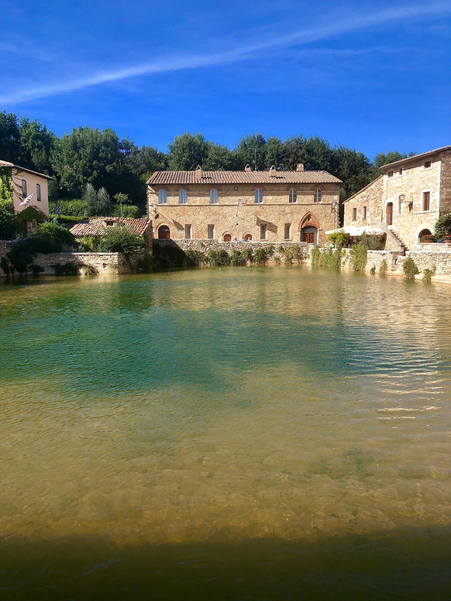 bagnovignoni-italy-orcia-thermalhotsprings.jpg
