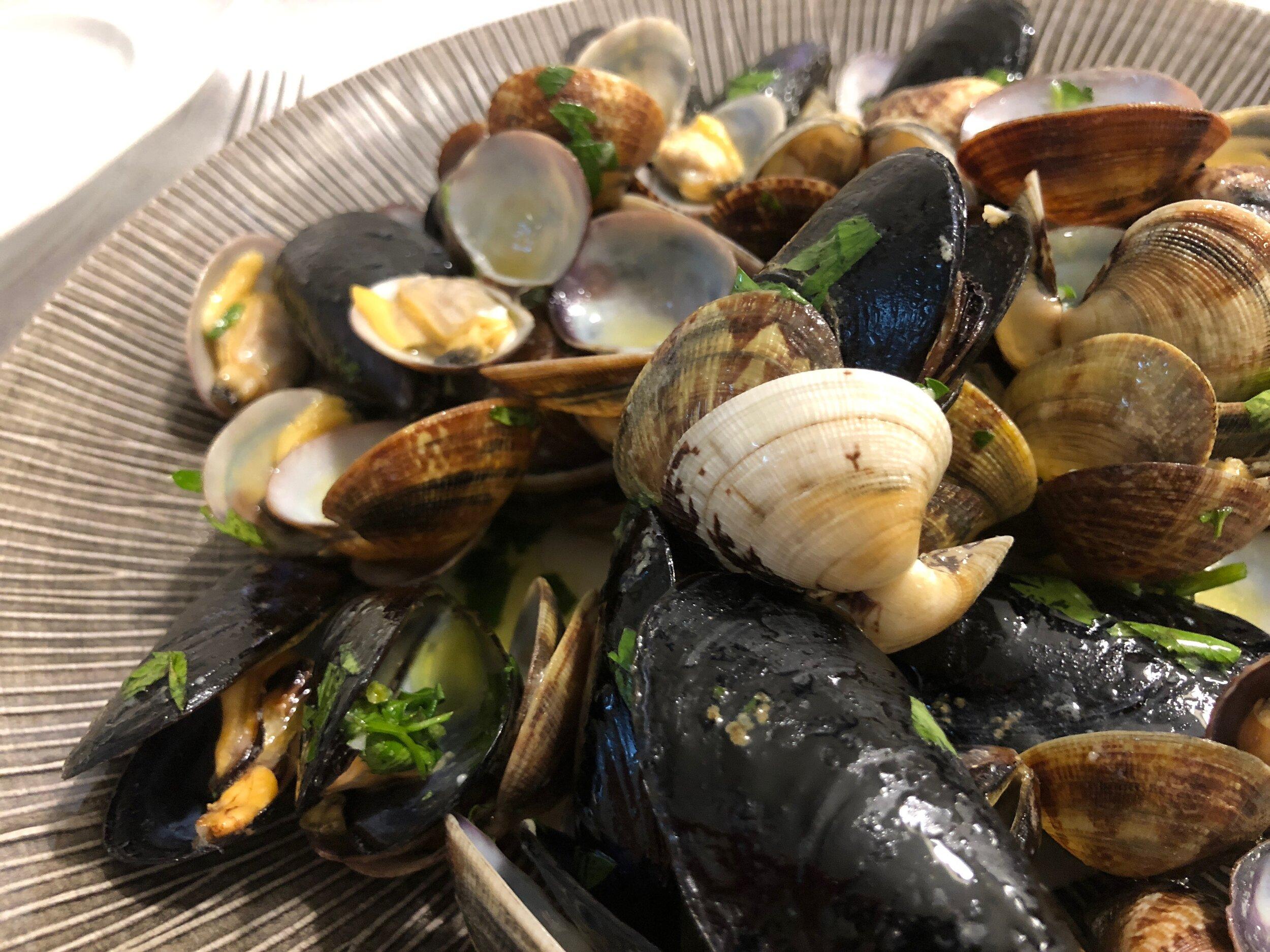 italy-sea-clams-foodie.jpeg