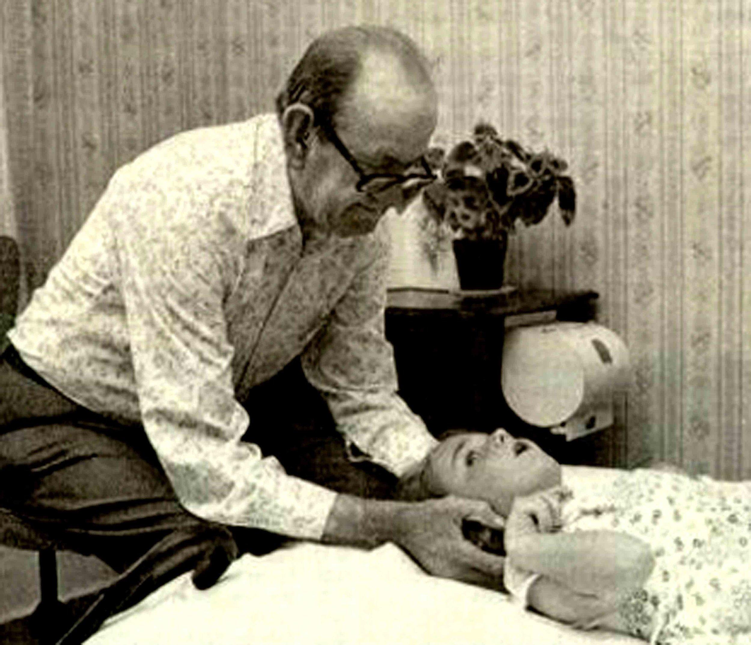 Tom Bowen, fondateur de la méthode Bowen.
