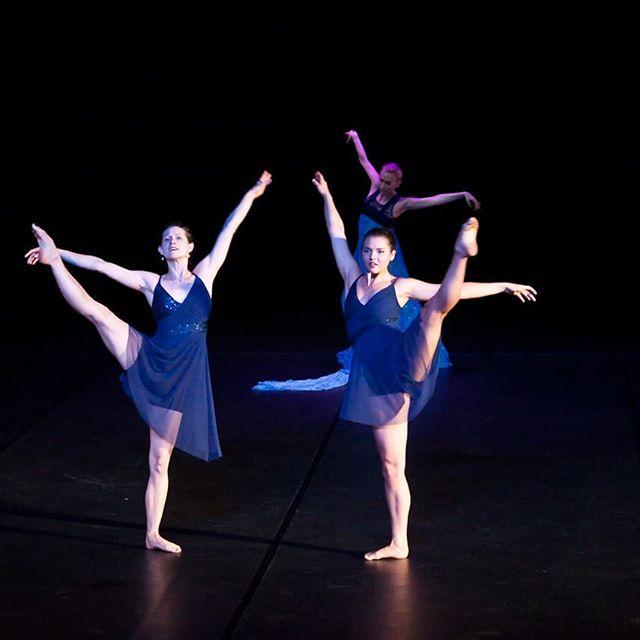 Happy Tuesday! @anna_ruth_ellis @paulistersummerville @tasham5 in #amore. Photo Credit: @circeadena. #tututuesday #danceinthemoonlight #danceinredding #reddingca #dancers #ballet #contemporarydance #dance