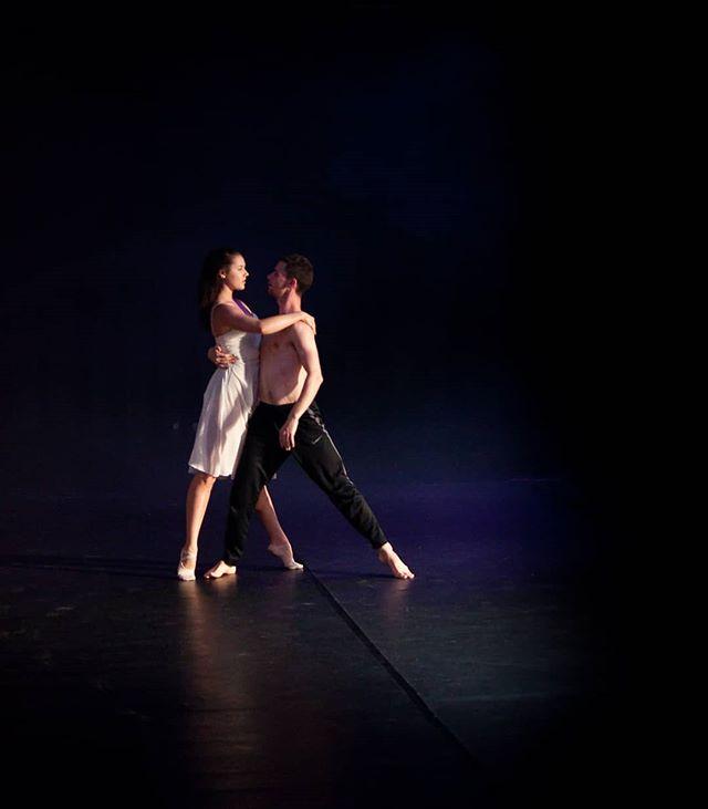 Happy Valentine's day! Dancers @paulistersummerville @jedidiahtaylor in #amore. Photo Credit: @circeadena. #valentinesday #danceinthemoonlight #danceinredding #reddingca #dance #ballet #contemporarydance #comedancewithme #dancers #partnering #dancepartners