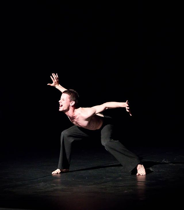 Breaking out of the box with @jedidiahtaylor. Photo credit: @circeadena  #breakingout #boxedin #dancer #balletboy #contemporarydance #danceinthemoonlight #danceinredding #reddingca #promtingartsnow