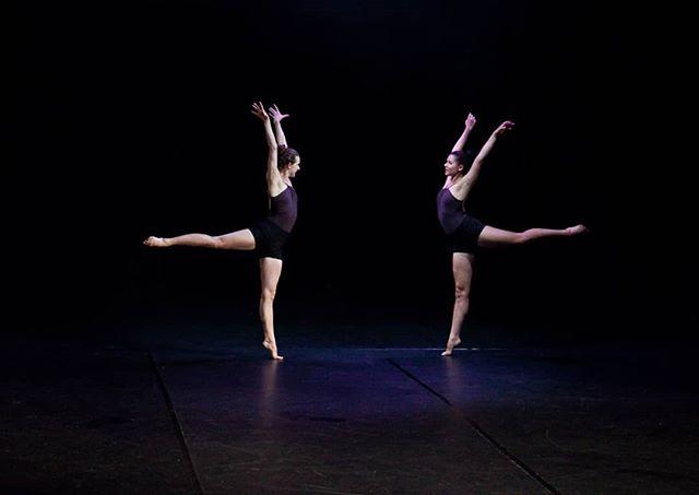 @anna_ruth_ellis @paulistersummerville in #amore. Photo credit: @circeadena #mirrormirror #dancers #danceinredding #arabesque #thisisredding #ballet #contemporarydance #reddingca