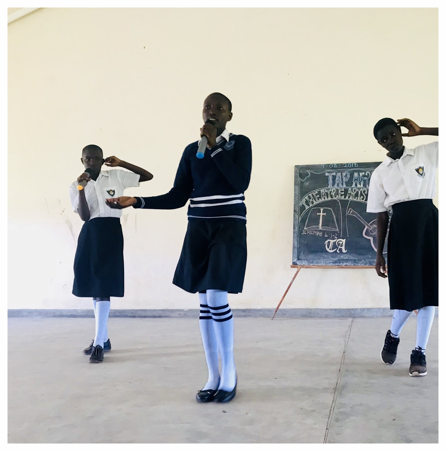 PALLISA SECONDARY SCHOOL PROGRAM - The Theater Arts Project (TAP) has been working with the Pallisa Secondary School since February 2018. Classes take place once a week in the evening. Classes are taught by Simon Lubale. For more information, please feel free to contact us.