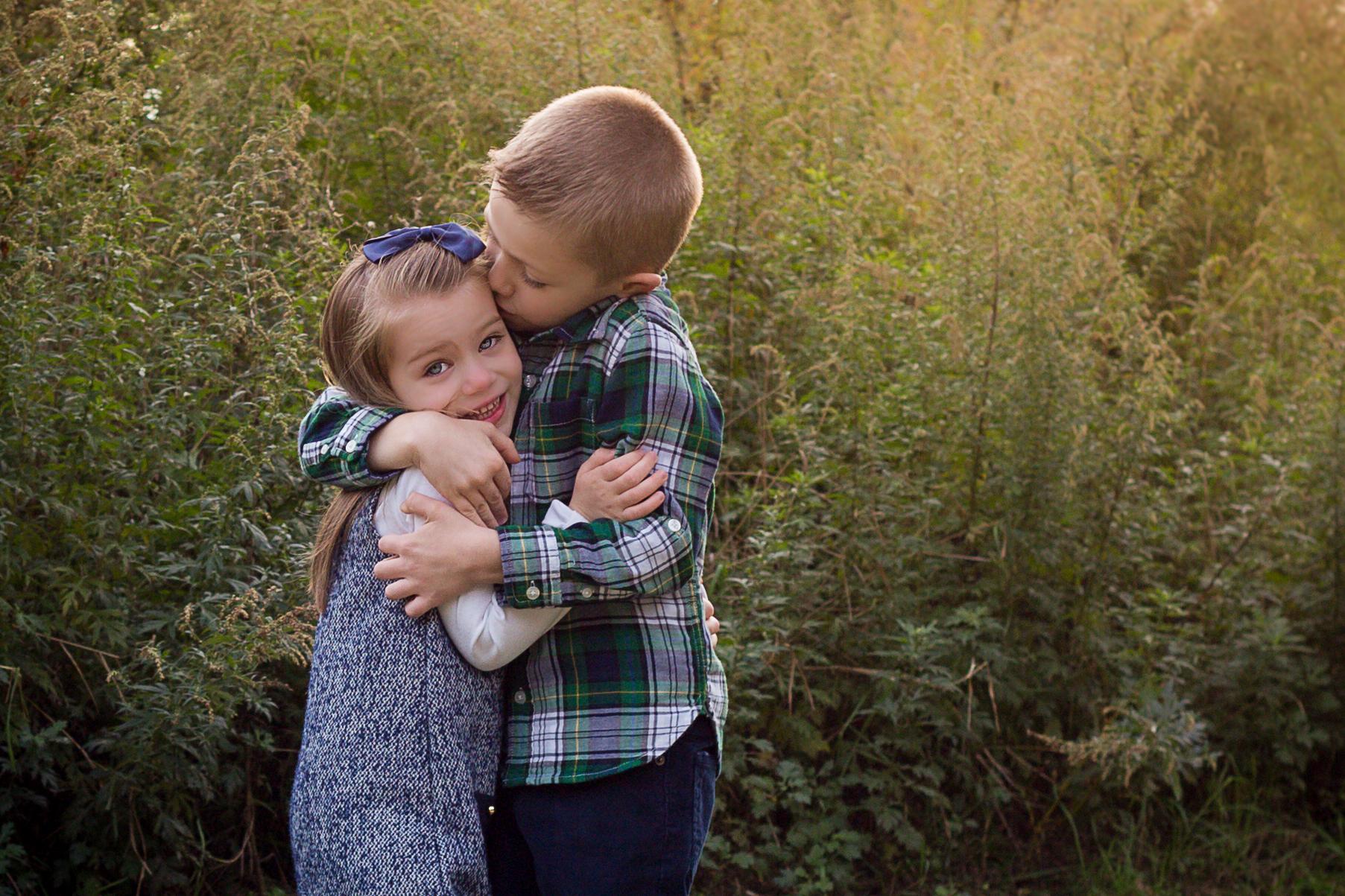 Children-hugging-charlotte-child-photographer