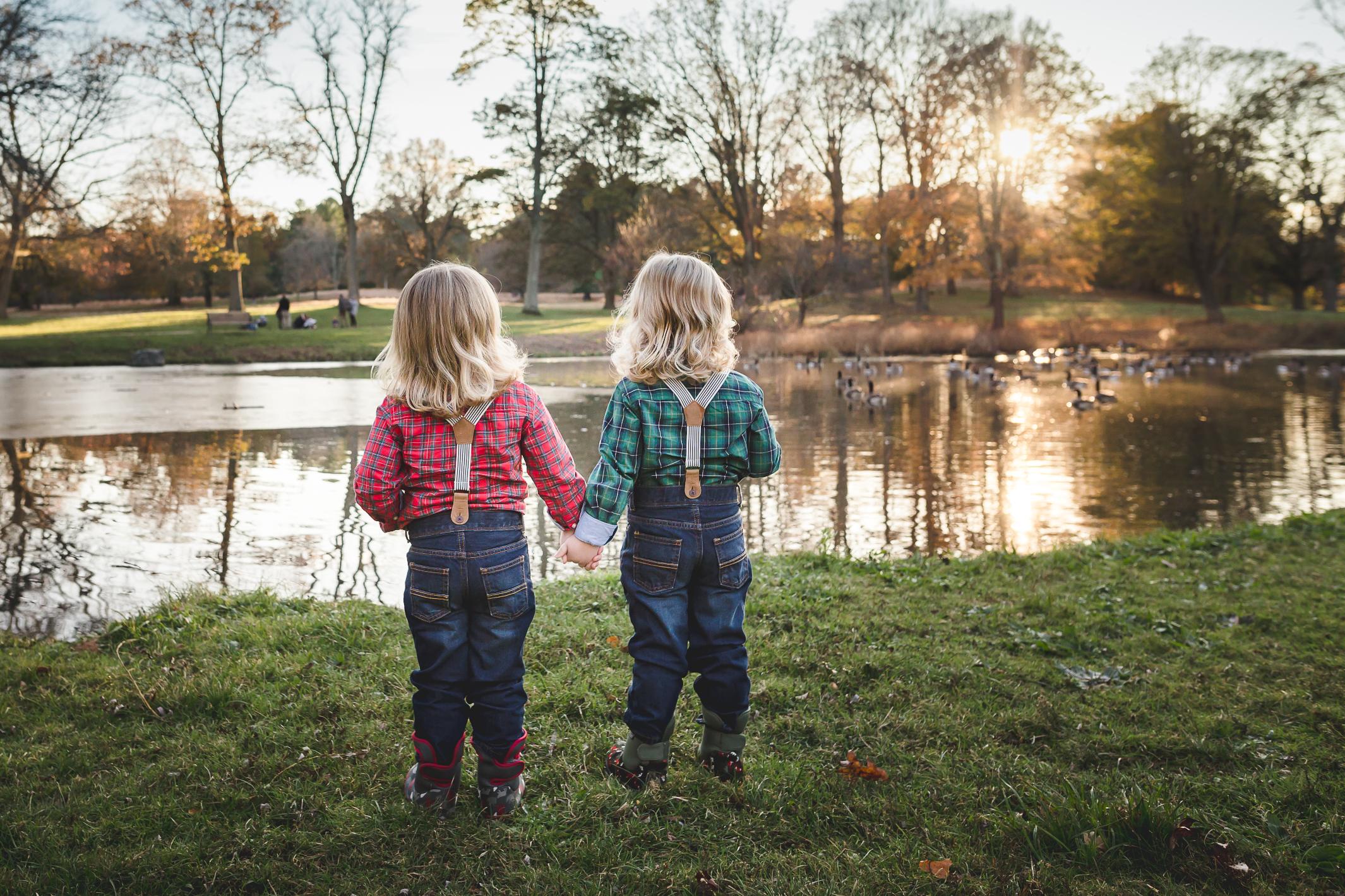sibling-autumn-charlotte-child-photographer