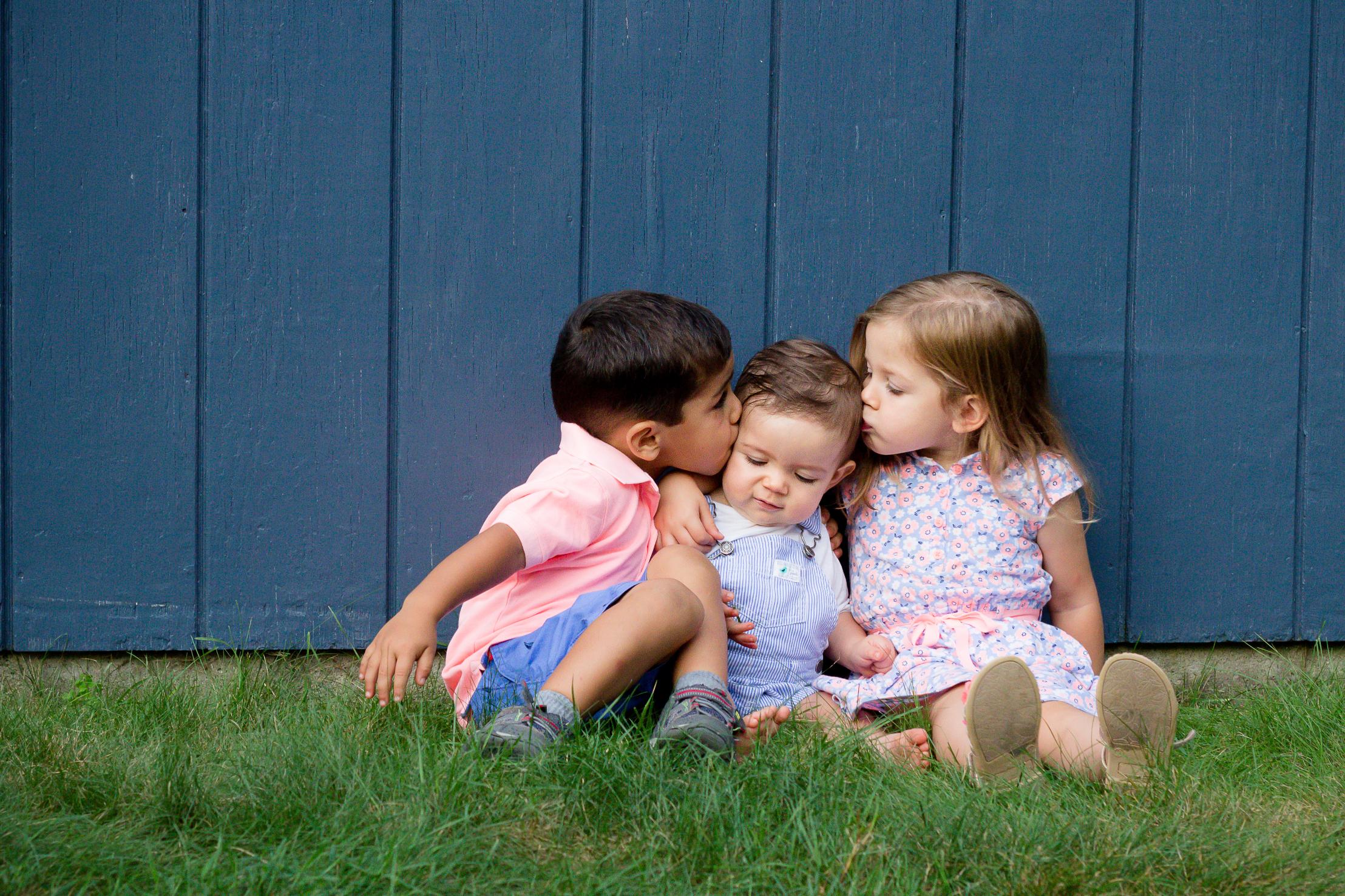 children-kissing-charlotte-child-photographer