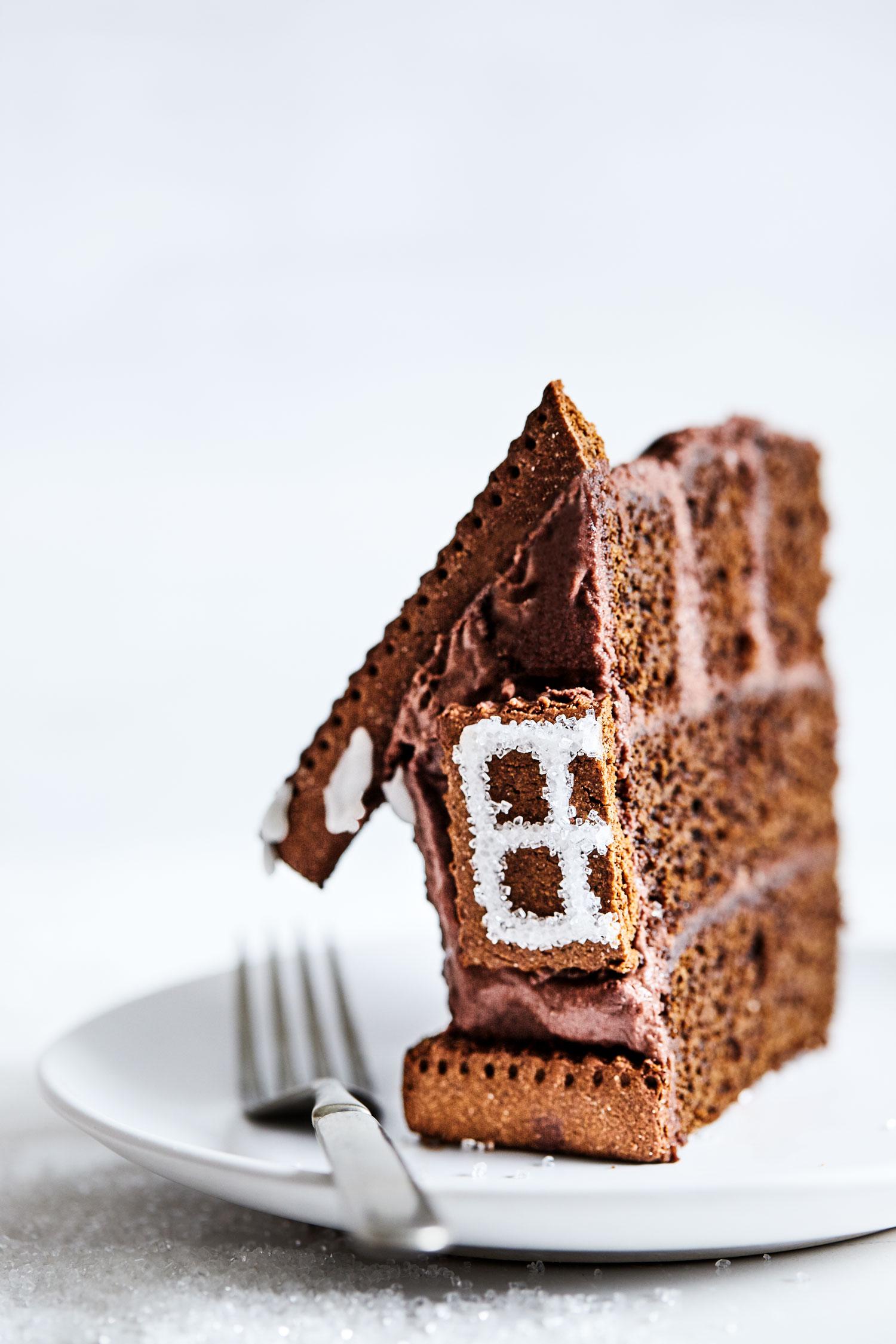 Gingerbread Cake House // Natural Girl Modern World // Vegan